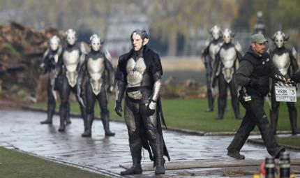 thor-the-dark-world-set-elves-02