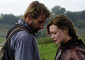 Carey Mulligan sings a sweet ditty in first 'Far From The Madding Crowd' trailer