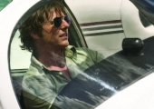 'American Made' Review: Tom Cruise Flies Between Comedy and Tension, Missing Both