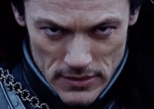 Luke Evans Fights an Army in Japanese Trailer for 'Dracula Untold'