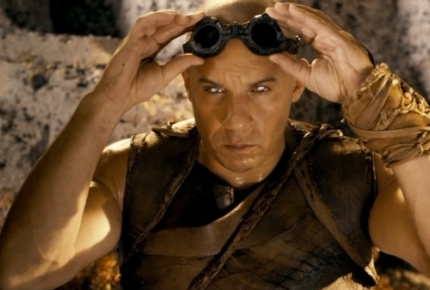 First Full-Length &#039;Riddick&#039; Trailer Delivers the Pitch Black Goods